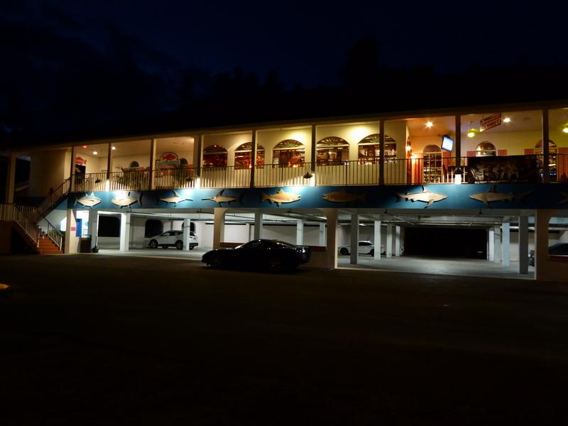 the-timbers-restaurant-and-fish-market-at-night